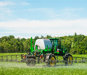 Soybean field works - Roundup Ready® Xtend Crop System Application Requirements article image